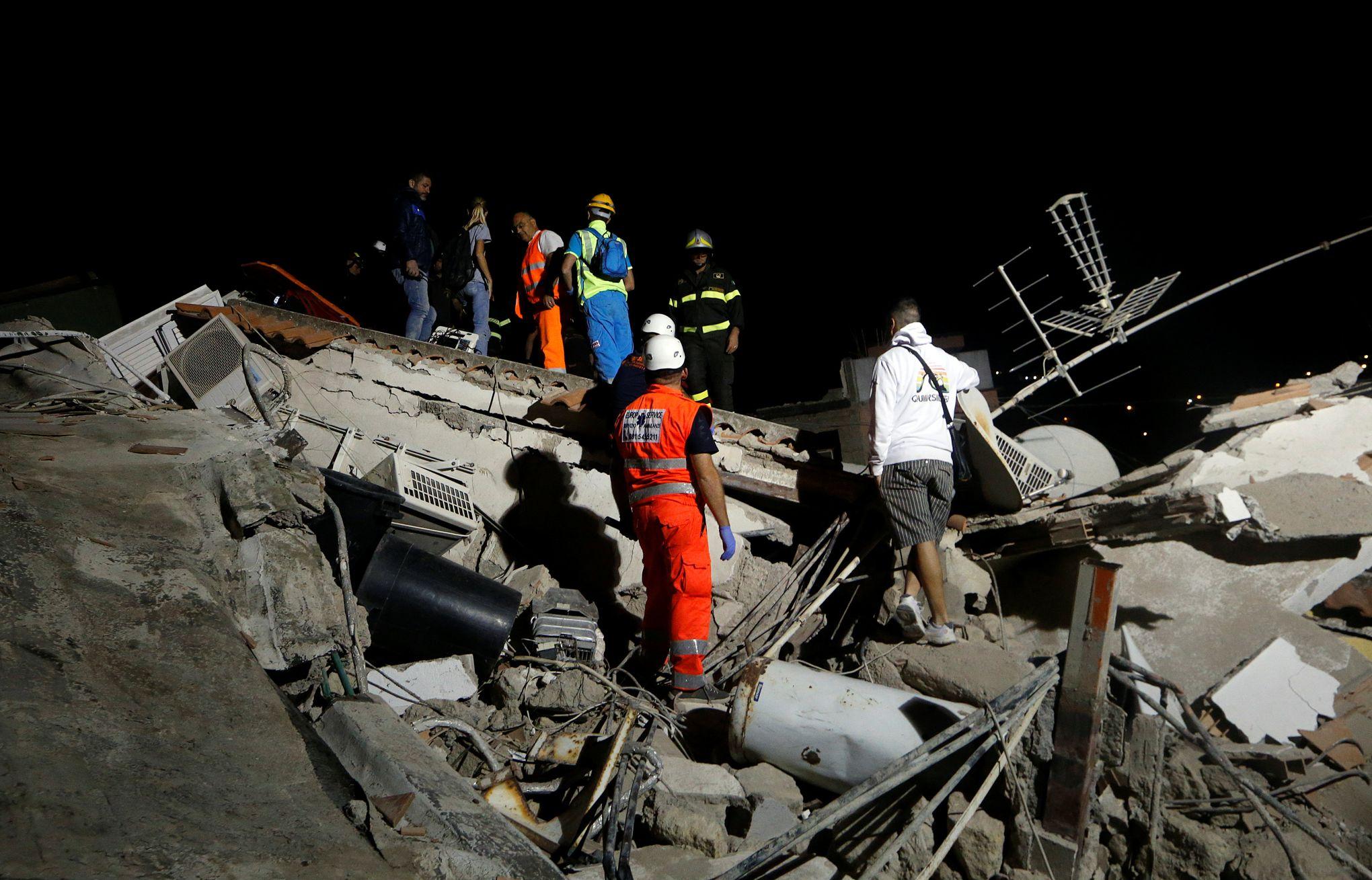 Séisme en Italie : deux morts, des enfants sous les décombres