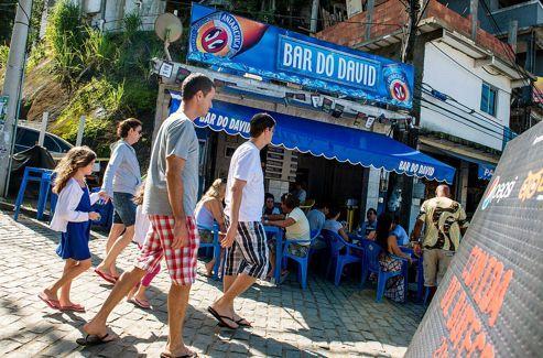 Réputé comme un des meilleurs de la ville, le Bar do David se trouve au cœur de la favela «reconquise» de Chapéu Mangueira. David y sert une délicieuse feijoada de fruits de mer.