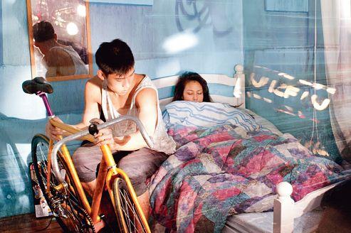 Un jeune couple dans son appartement du XIe arrondissement. Contrairement à ce que l'on croit, la sous-location n'est pas interdite, à condition de respecter certaines règles.
