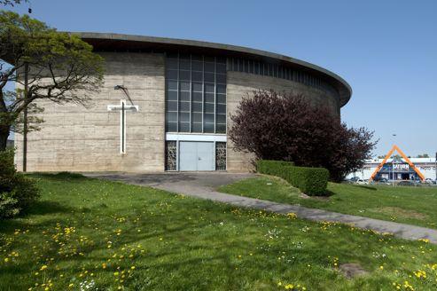 L'église Saint-François-d'Assise, à Vandœuvre près de Nancy, est convoitée par la chaîne de fast-food KFC, ce qui suscite l'émotion des riverains.