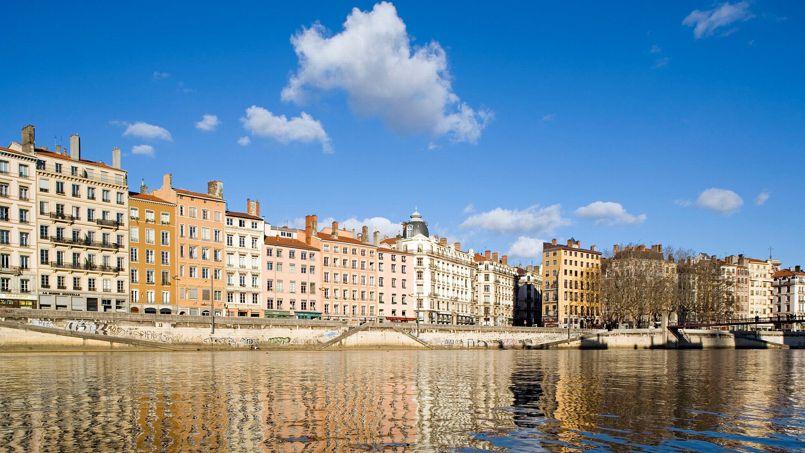 Dans les grandes villes comme Lyon, où se concentre une forte demande de logements, les prix tiennent mieux qu'ailleurs. Les régions sinistrées économiquement et les petites villes isolées voient, elles, leur marché immobilier plonger.