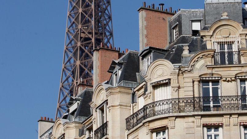 Immeuble de grand standing au pied de la tour Eiffel.