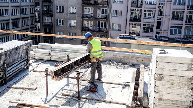 La mise en chantier d'un logement neuf amène la création de 1,6 à 1,7emploi.
