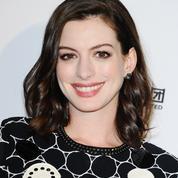 Anne Hathaway et son message déculpabilisant aux jeunes mères