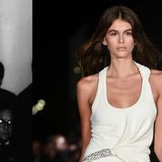 Trente ans après Cindy Crawford, sa fille fait sensation à la Fashion Week
