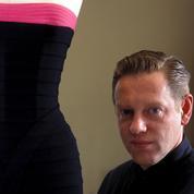 Hervé Léger, le créateur de l'iconique robe à bandes est mort