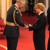 Récompensé par le prince Charles, Ed Sheeran commet une royale erreur protocolaire