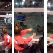 L'adorable chorégraphie de deux fillettes et d'un employé d'aéroport