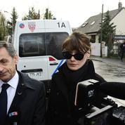 Carla Bruni-Sarkozy très émue après s'être recueillie devant le cercueil de Johnny Hallyday