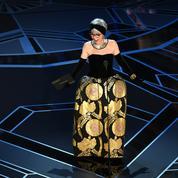 L'actrice Nina Moreno recycle aux Oscars 2018 la robe qu'elle portait lors des Oscars en 1962