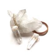 Bijoux : pourquoi les cristaux sont les nouveaux indispensables ?