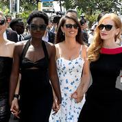 Marion Cotillard et ses copines cherchent un distributeur sur la Croisette