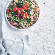 Nouilles soba aux légumes d'été, sauce vinaigre de riz et coriandre
