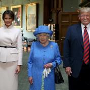Lors de sa rencontre avec Donald Trump, la reine portait une broche… offerte par les Obama
