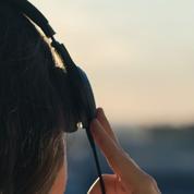 Mode, humour, amour... Cinq podcasts à écouter cet été