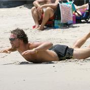 Neuf façons de se muscler à la plage sans passer pour une ringarde