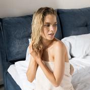 Migraine, mycoses, pellicules... Dormir avec les cheveux mouillés est une pratique à risque