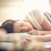 Comment la sophrologie peut vous aider à mieux dormir