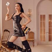 Chaînes, cuissardes et Gigi Hadid, les premières images de la campagne H&M x Moschino