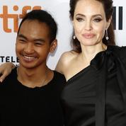 Angelina Jolie s'envole en Corée faire un tour des universités avec son fils Maddox