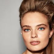 Chignon revisité, brushing sophistiqué, chevelure bouclée... les nouveaux codes du styling