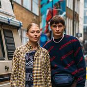 À la Fashion Week de Londres, on ne s'affiche plus seul sur les photos de street style