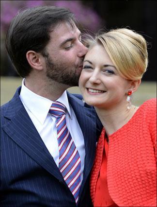 Guillaume de Luxembourg et Stéphanie de Lannoy le jour de leurs fiançailles, le 26 avril 2012.