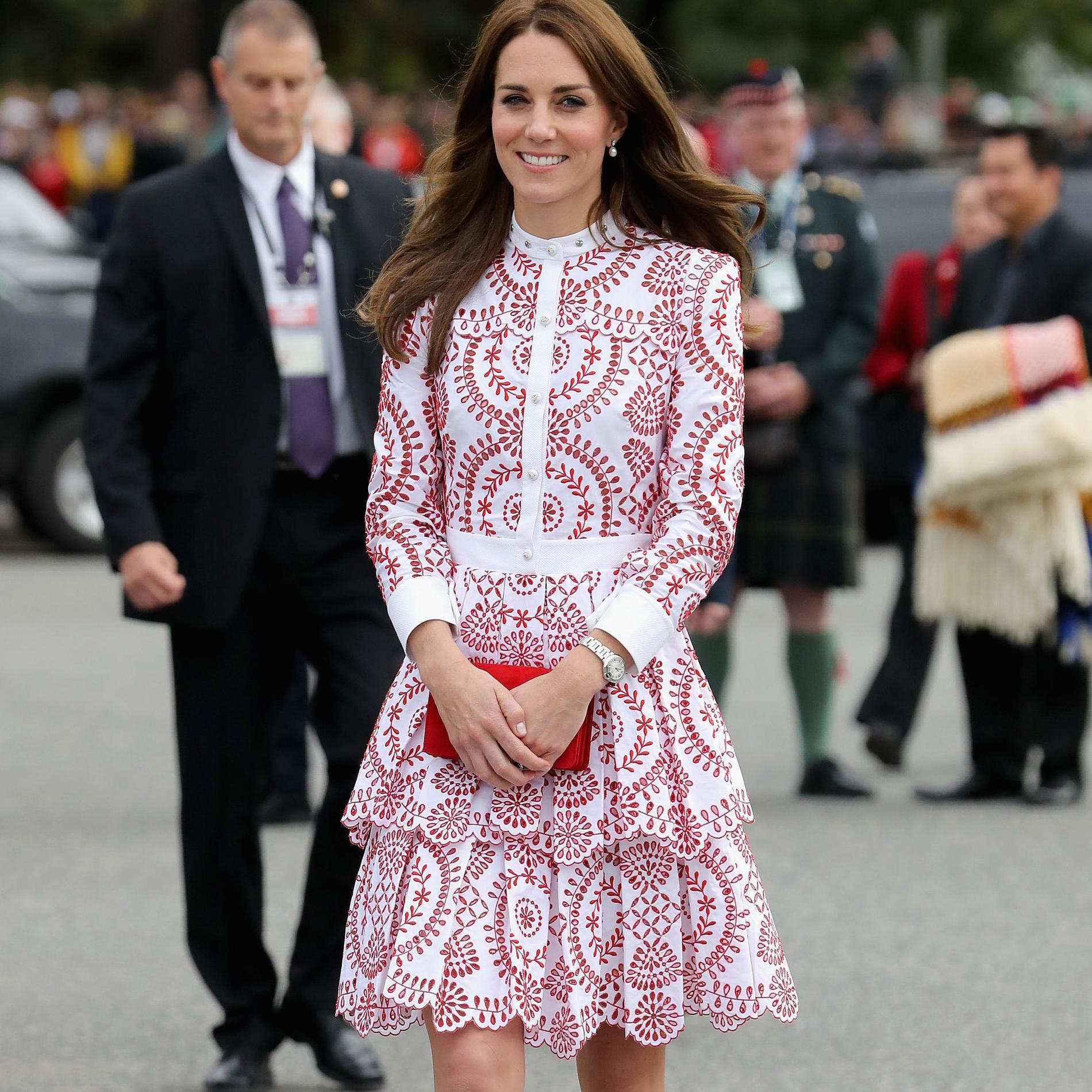 Les pièces les plus chères de la garde-robe de Kate Middleton en 2016 - Une robe Alexander McQueen