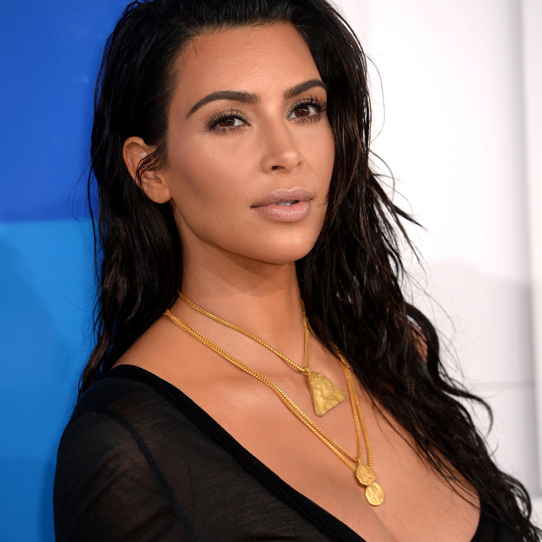 Kim Kardashian revient pour la première fois en détails sur son agression à Paris