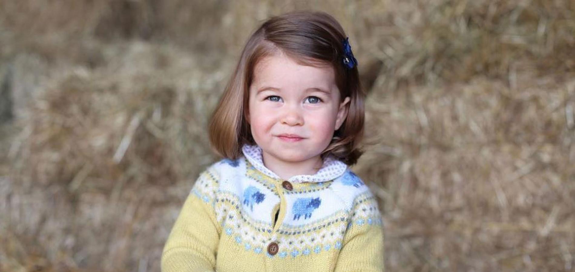 La princesse Charlotte ressemble de plus en plus à Elizabeth II