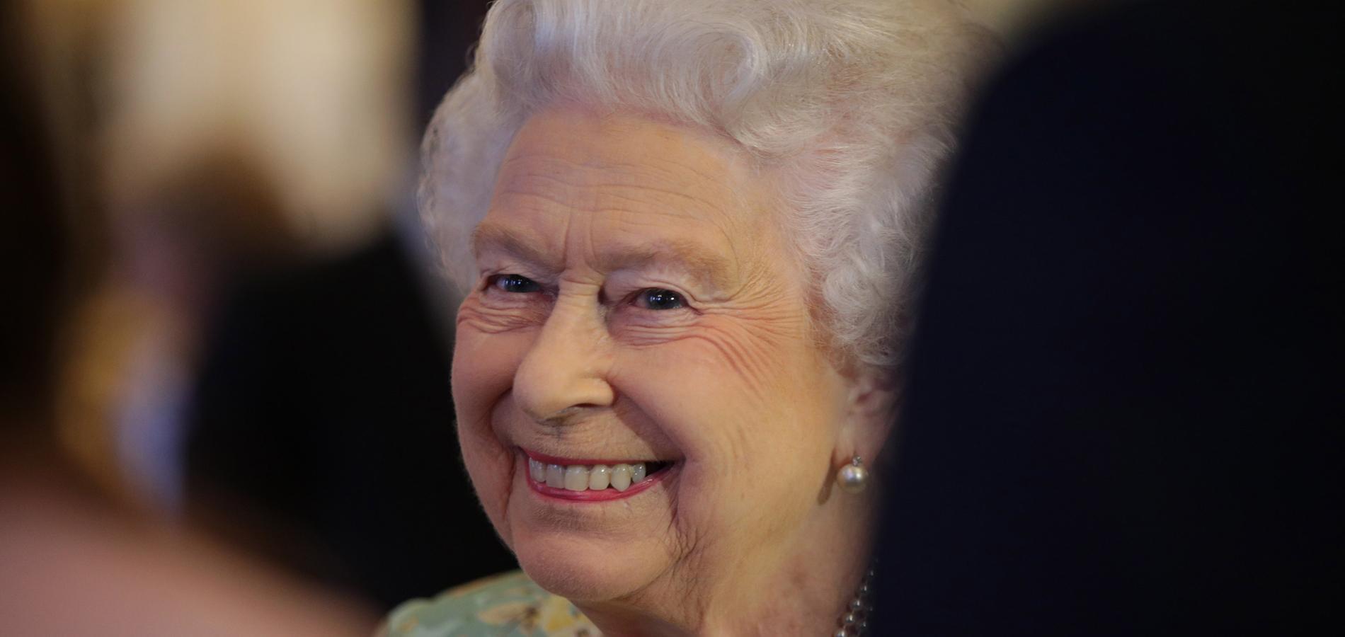 Sur quelle chanson Elizabeth II adore-t-elle danser?