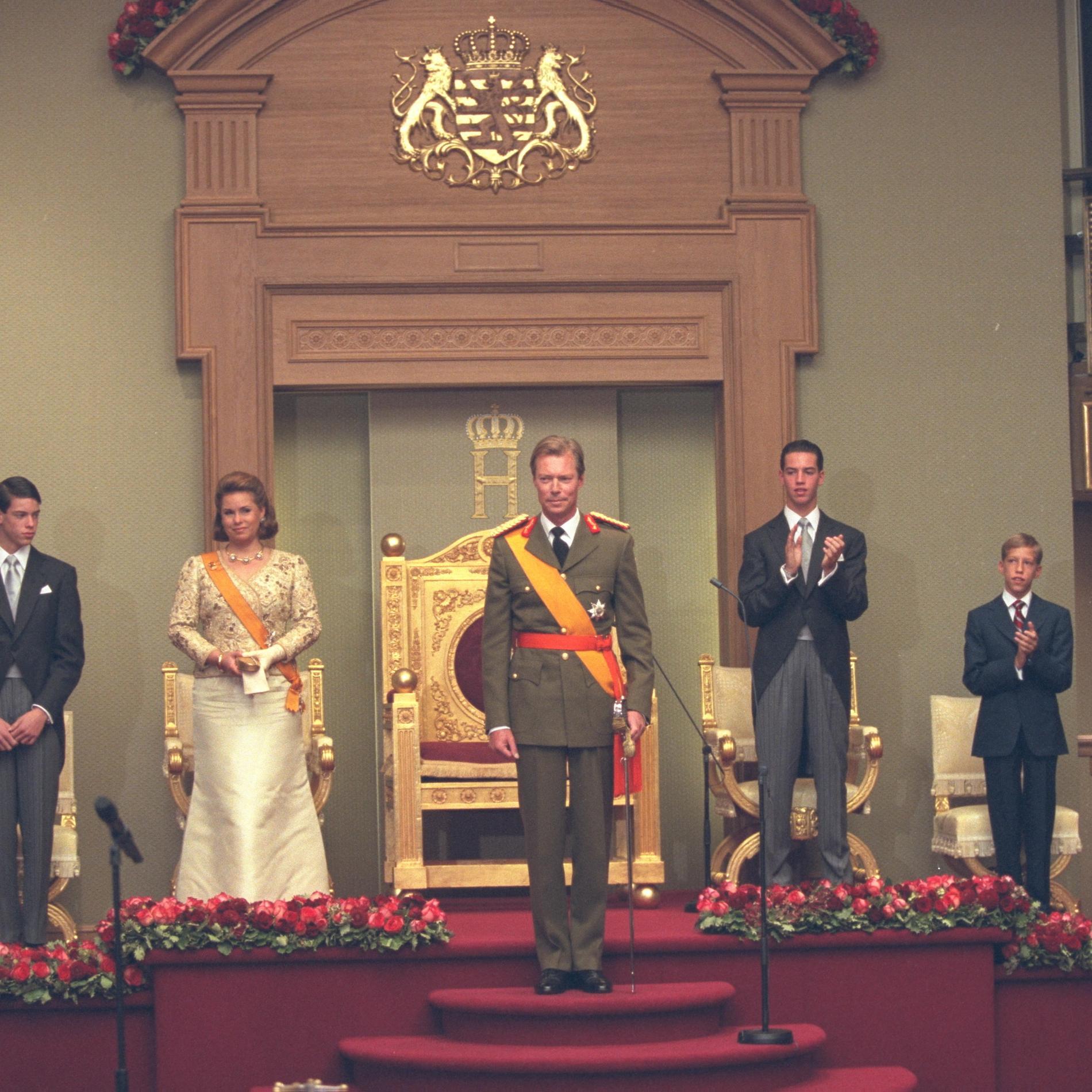 Henri de Luxembourg accède au pouvoir