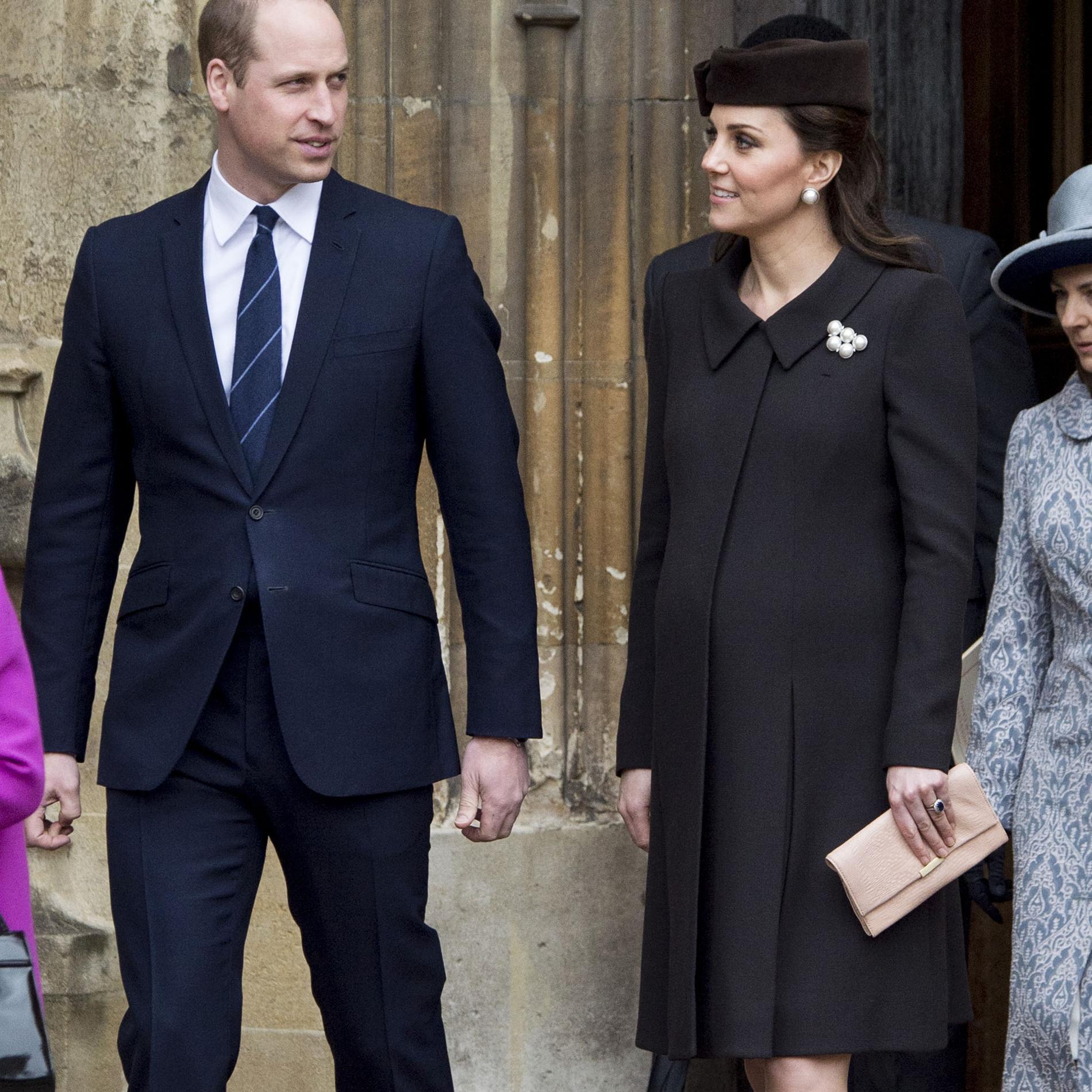 Les photos de Kate Middleton enceinte de 8 mois à la messe de Pâques