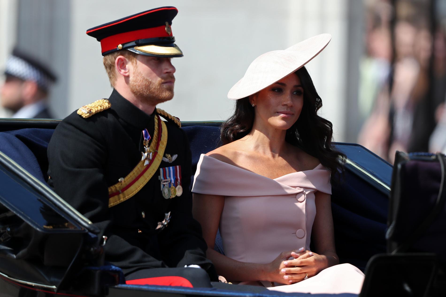 «Trooping the Colour» : Elizabeth II fête ses 92 ans à l'occasion d'une grande parade militaire