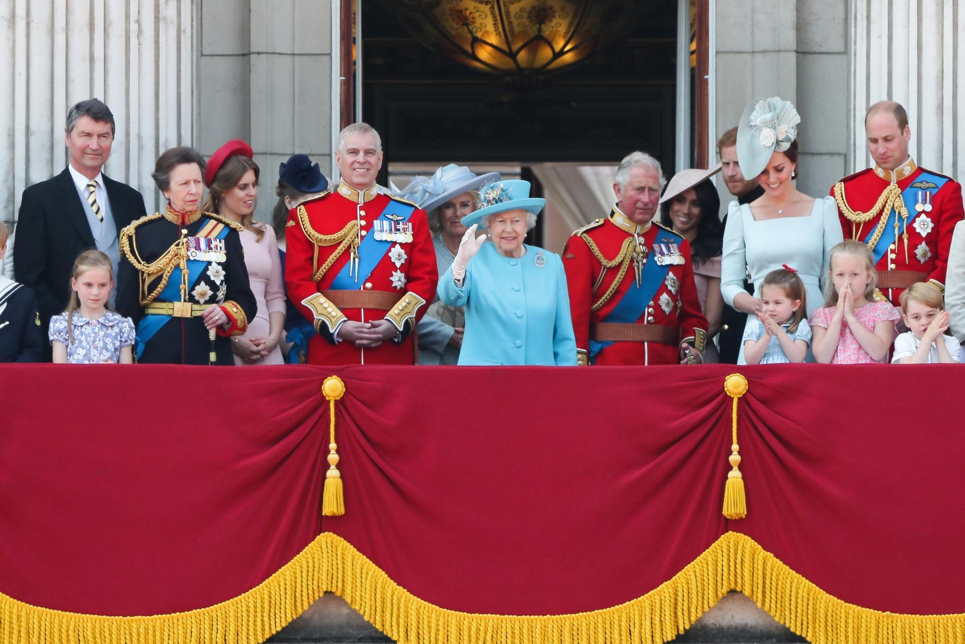 """""""Trooping the Colour"""" : Elizabeth II a fêté ses 92 ans lors d'une grande parade militaire"""