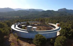 L'étonnante Solo House, une maison en cercle nichée en pleine nature