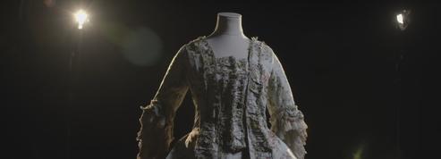 Dans les secrets de restauration des pièces mode du Musée des arts décoratifs