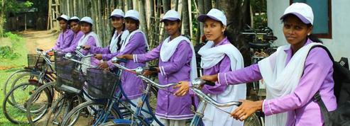 Au Bangladesh, l'autonomie se conquiert à bicyclette