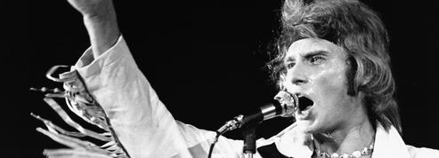 À la ville, à la scène : le style rock de Johnny Hallyday