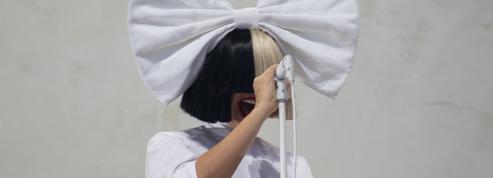 Sia poste une photo d'elle nue sur Twitter pour court-circuiter un paparazzo