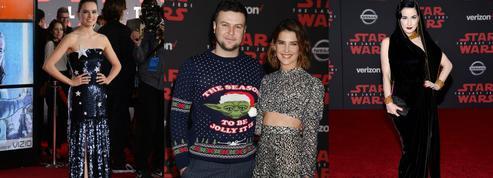 Pull de Noël Yoda et robes futuristes : les looks de la première de