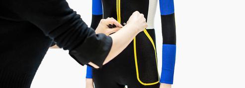 Les secrets de fabrication de la combinaison Dior colorblock de l'été prochain