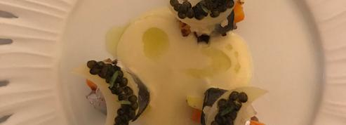 Sardines de méditerranée anoblies aux grains de caviar osciètre