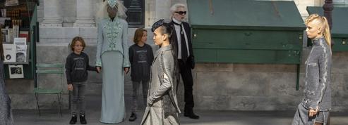 Libre, rock et couture, la femme Chanel arrive en ville