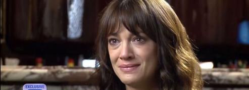 En pleurs, Asia Argento parle du suicide d'Anthony Bourdain pour la première fois