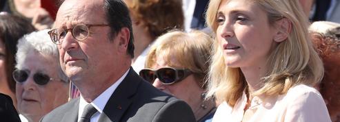 Julie Gayet et François Hollande posent
