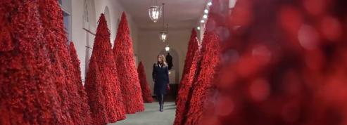 À la Maison-Blanche, Melania Trump prépare un Noël rouge sang
