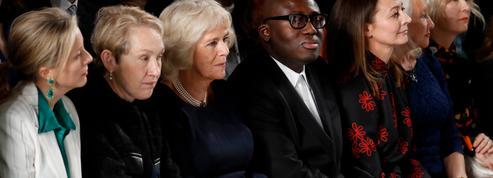 La Fashion Week de Londres endeuillée observe une minute de silence en hommage à Karl Lagerfeld