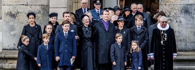 La famille royale du Danemark gagnée par l'émotion lors des funérailles du prince Henrik