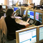 La Bourse de Paris plonge dans le rouge vif, attentive au pétrole